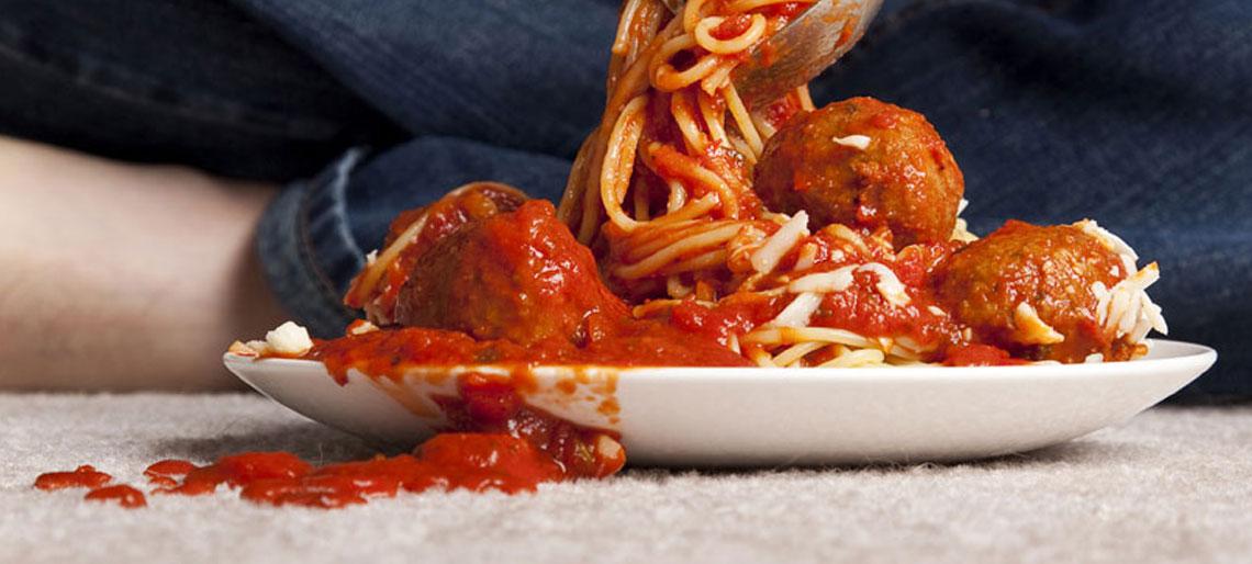 ta bort tomatsås fläckar