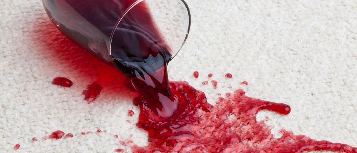 ta bort vinfläckar på kläder